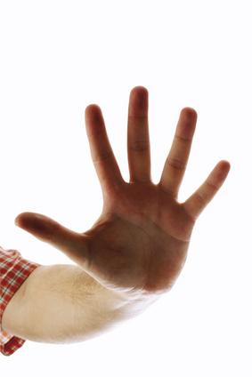 Hand zeigt Stop